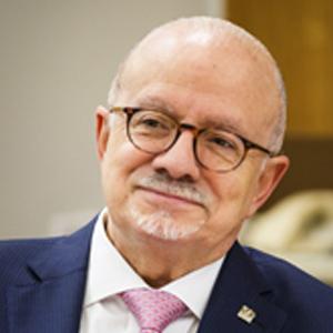 Dr. Eduardo José Padrón